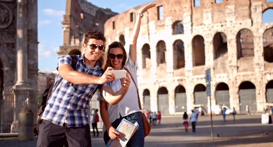 Selfie Tour. Ci si fotografa a Roma