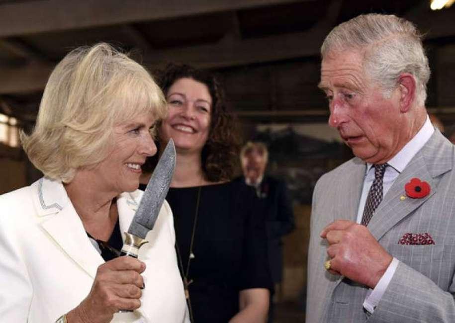 God save the Queen? No, Carlo e Camilla!