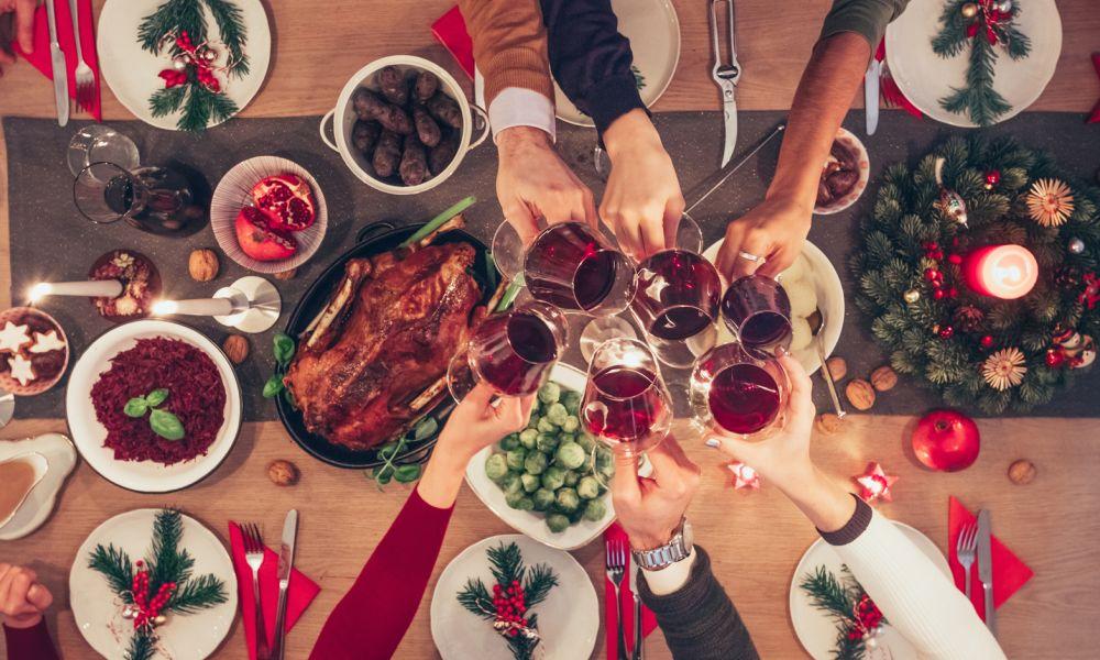 Di cosa (non) parlare a tavola, per superare le feste